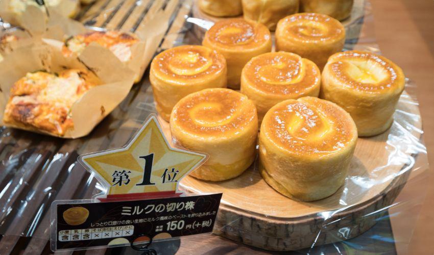 パリクロワッサン1位のパン、ミルクの切り株